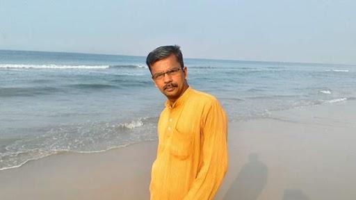 Bogan Sankar's) Short Story Passing Show Synopsis Written by Ramachandra Vaidyanath. Book Day is Branch of Bharathi Puthakalayam