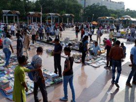 Delhi Daryaganj Sunday Book Bazar (Kitab Bazar) Article By Writer Muthu Krishnan. Book Day is Branch of Bharathi Puthakalayam.